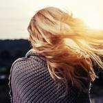 【夢占い】髪を切る夢の意味26選!人間関係や恋愛の進展を暗示する?