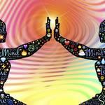 ミラーリングする心理と具体例!恋愛でのミラーリング活用とメリット