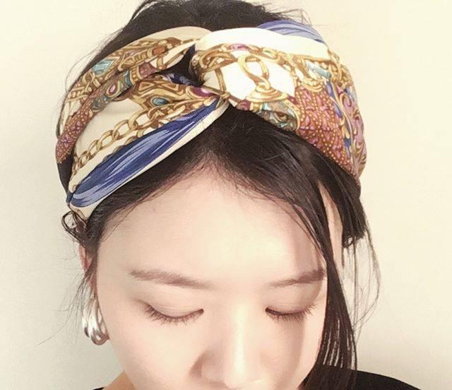 """asai.t_06 on Instagram: """"today hairstyle💇♀️✨ . 大判スカーフをターバンにアレンジ。 簡単で可愛い👏 . 今日は寝坊してメイクする時間なかったのでベースと、まゆげ描いただけ😭💦こういう時に小物は派手目にしたりします。助かる。笑 . #fashion #coordinate…"""" (127592)"""
