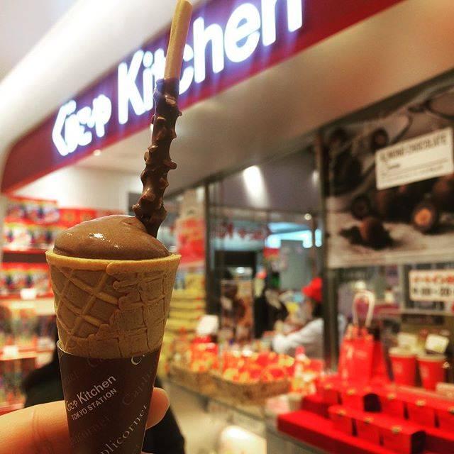 "@yutyonabaroko on Instagram: ""カプリコルネ ¥210-. アイスちゃうで。 トロットロのチョコレート ポッキーやコーンに絡めて食べる甘甘旨旨スイーツ…"" (434900)"