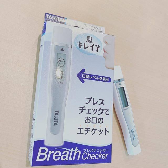"""石井さとこ 歯科医師・口もと美容スペシャリスト on Instagram: """"匂いの気になる季節。 口臭も気になるお年頃?  デリケートな匂い問題。こんな口臭チェッカーなら 匂いレベルを数値で教えてあげられますよね?  この口臭チェッカー。測ろうとすると クリニックスタッフは逃げますけどw  #breathchecker  #breath…"""" (546745)"""