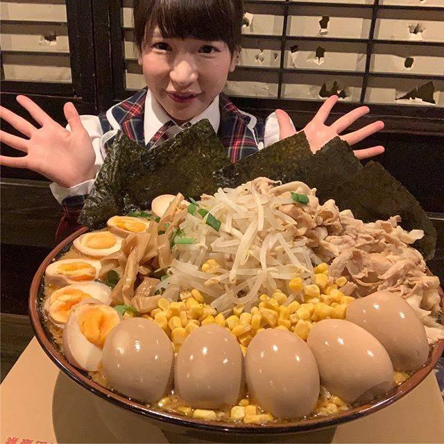 """もえのあずき(Moeno Azuki) on Instagram: """"15分以内に完食したら無料になるデカ盛りラーメンのチャレンジ🍜動画みてね☺️💕✨#らーめん味噌まる#味噌まる#ラーメン#デカ盛り#デカ盛りラーメン#大食い#大食いチャレンジ#チャレンジメニュー#完食無料#みそラーメン"""" (549065)"""