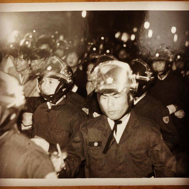 "SUKIYAKI RECORDS on Instagram: ""#70年代#安保闘争#反戦運動#ベトナム戦争#昭和#東京#機動隊#学生運動#1970s#japan#tokyo#showa"" (550479)"