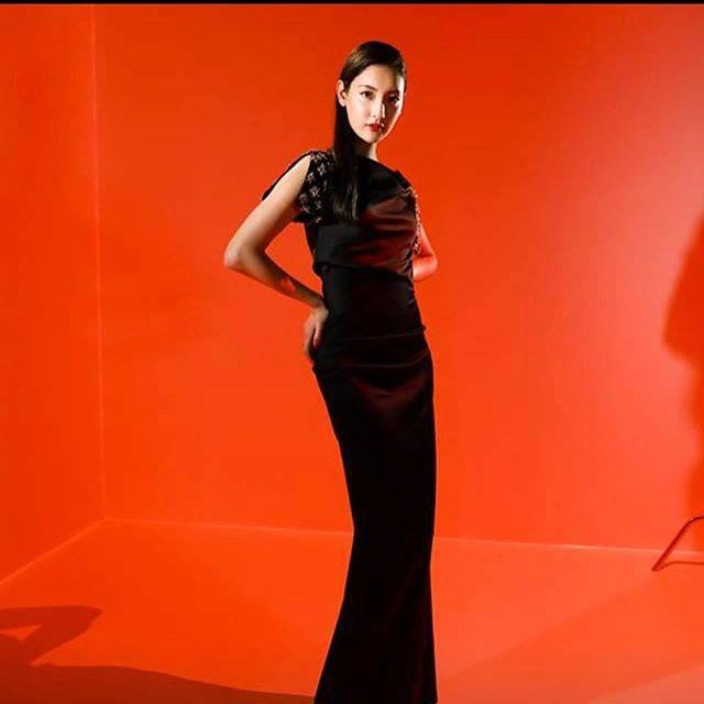 "Yusuke Kinaka on Instagram: ""2017年の今日、菜々緒さんの写真をUPしていた。 今のパリの様に赤いなあ。明日は観測史上最高気温のパリらしいよ🌞@armanibeauty @nanao_official @wwd_jp #beauty #light #orange #菜々緒"" (556693)"