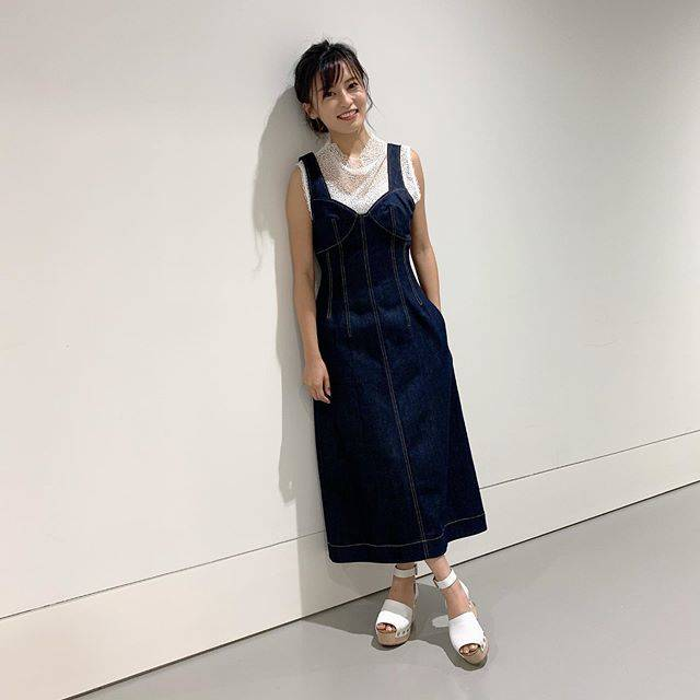 """小島瑠璃子 on Instagram: """"🐮 私服です。 初めてかもしれない🙈 ポーズがわかりませんでした笑 @mayukokawakitaofficial  みたいに撮れない。 今度教わろう。 ブランドとか載せたほうが いいのかな、多分。 ルシェルブルーとセリーヌです! NYのバーニーズで…"""" (557105)"""