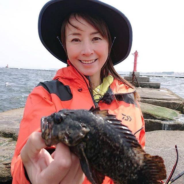 """Reiko Kojima on Instagram: """"新しい釣り方を知ってしまったら、爆釣!#アングリングソルト #野島沖堤防 #ライトゲーム #児島玲子"""" (557365)"""