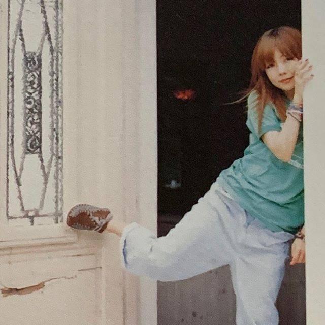 """あんころもち on Instagram: """". 新しい袖を通す秋の夜中の下で 優しく指が入るだらしなくはねたその髪  いつも通〜り〜に〜 (にゃ〜おぅ)  早く涼しくなってほしー パーカー着たい  LIVEいきたいー  もっと笑ってaiko様に会いにいきたい . #aiko #aikoジャンキー  #aikoの詩。…"""" (557677)"""