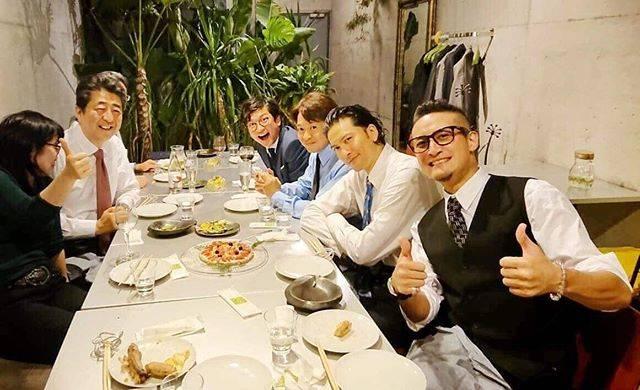 """安倍晋三 on Instagram: """"TOKIOの皆さんと再会しました。#福島 復興のために頑張ってくださっています。話に花が咲き、本当に楽しいひとときを過ごすことができました! . #TOKIO の皆さんと#pizza 🍕 #TOKIO兄さん #兄貴 #松岡昌宏 さん #長瀬智也 さん #国分太一 さん…"""" (557689)"""