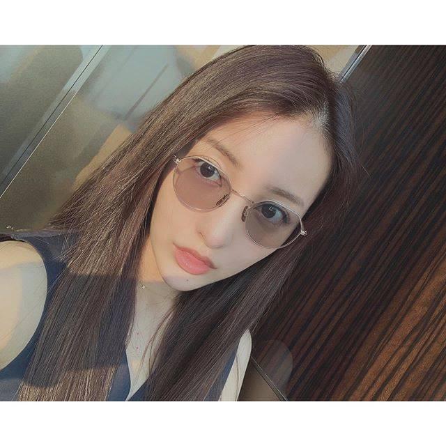 "板野友美 on Instagram: ""🌞🌻🌴🕶"" (558806)"