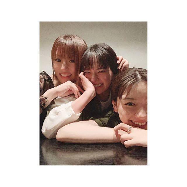 """永野芽郁 on Instagram: """"・最高に素敵なお姉ちゃんたちと。笑って泣いて沢山話せた大事な日☺︎三姉妹で過ごせる日がいっぱいあったら嬉しいなぁ。#UQ三姉妹#こんなに素敵なお姉ちゃん達#羨ましいでしょ笑"""" (560182)"""