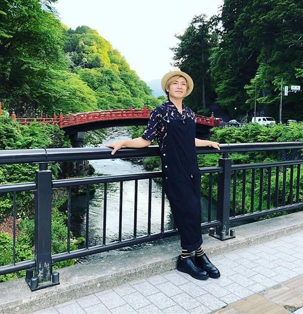 """つるの剛士 on Instagram: """"日光、神橋。僕の心境、 「た、高い。」 #高所恐怖症#お尻がムズル#無理した笑顔#日光"""" (560928)"""