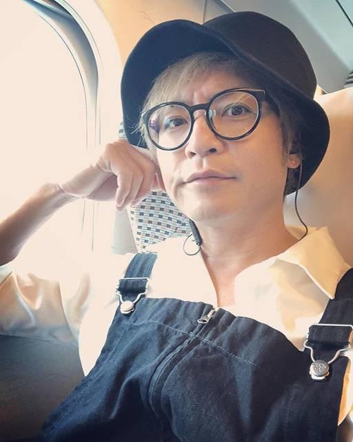 """つるの剛士 on Instagram: """"車窓の青空と、耳んなかの軽快なミュージックとちょっくら名古屋行ってきます、ぜ!#トンネル抜けたら曇ってた#次のトンネル抜けたら晴れてた"""" (560938)"""