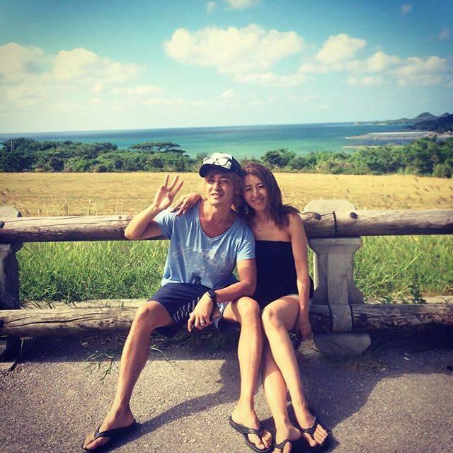 """つるの剛士 on Instagram: """"(´3`)oO(日本の最南で家族休暇いただいております。台風が近づいてますんで、はよ脱出しないとです。Phot by ムスコ#つるの一家#妻グラフィー"""" (561056)"""