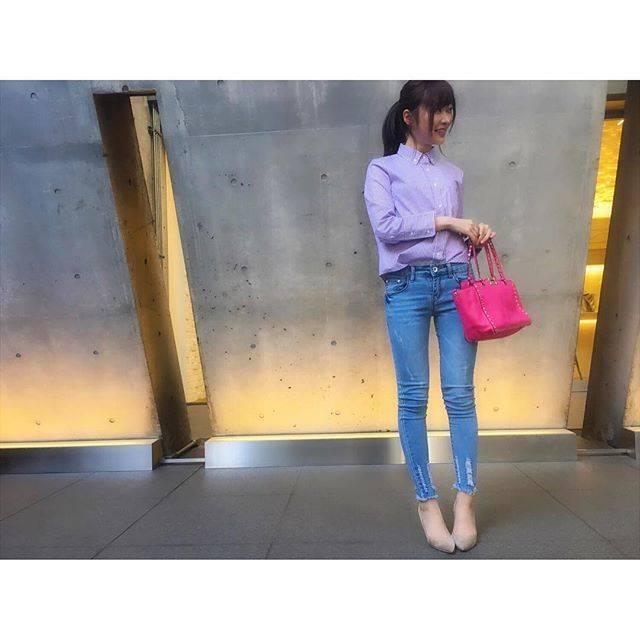 """Rino Sashihara on Instagram: """"女性誌の1week着まわしコーデの3日目くらいに出てきそうなコーディネートを意識してみました。シャツ #milaowen × #thomasmasonパンツ #classicalelfバッグ #valentino紫のストライプのシャツ可愛いです🙋春っぽいです。"""" (561157)"""