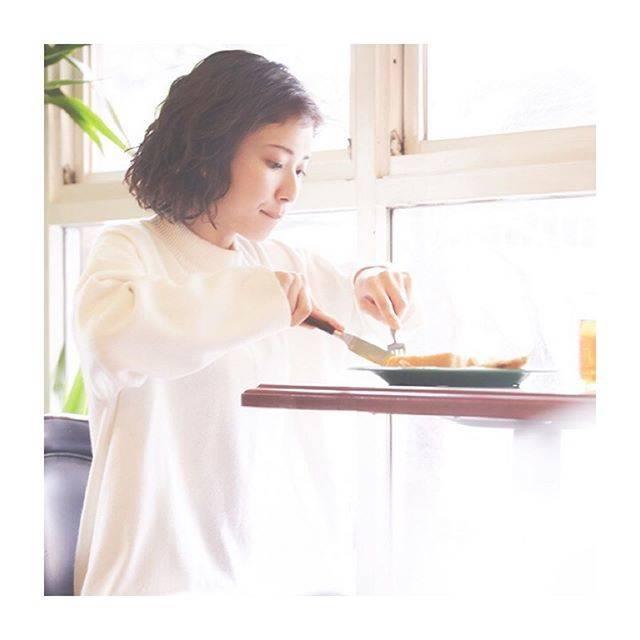 "ayano on Instagram: ""左利きの日ということで。お口可愛い#松岡茉優"" (562834)"