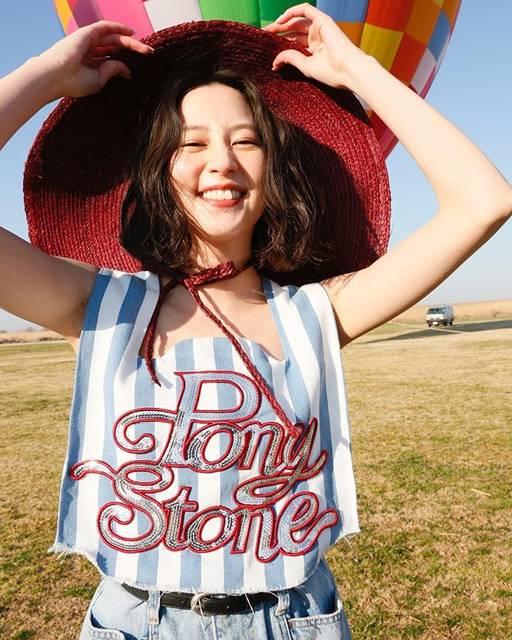 """Mayuko Kawakita 河北麻友子 on Instagram: """"河北麻友子はViViを卒業します! 正式には4月23日売りのViViをもって卒業になります! ViVi Nightでの発表を予定してたんですがみんなとは笑顔でお別れをしたいなと思って1週間前の今日に発表させて頂きました! いつもだとViVi…"""" (562992)"""