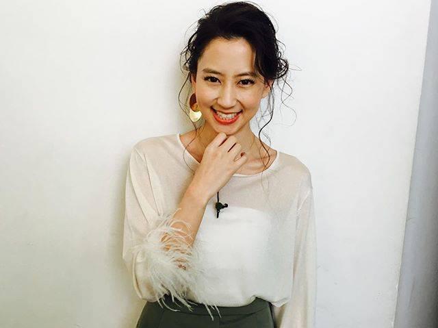 """Mayuko Kawakita 河北麻友子 on Instagram: """"🍊🍊🍊EYES: ジューシーピュアアイズ#02CHEEKS: パウダーチークス#PW25LIPS: ステイオンバームルージュ#02#MOTD #CANMAKE#今日はオレンジ系でまとめてみました#女の子って本当に楽しい"""" (563007)"""