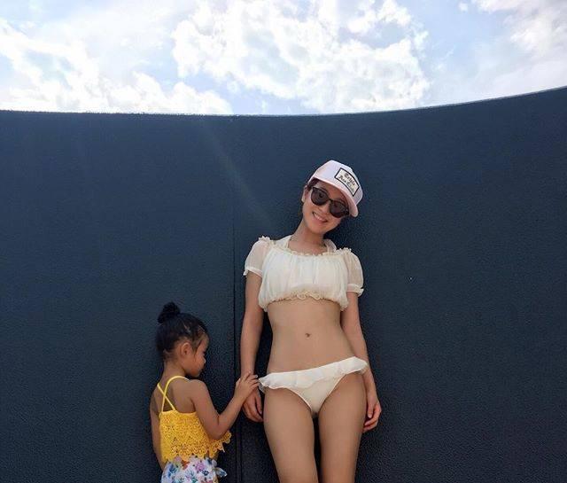 """鈴木奈々 on Instagram: """"昨日お仕事が休みで、 今年初プールに行きました〜\(^o^)/ 水着は白ビキニです(^з^)-☆ 姪っ子ちゃんを連れて地元の茨城県にある水郷プールに、 行ってきました〜o(^▽^)o めちゃめちゃ楽しかったです\(^o^)/ #白ビキニ #今年初プール  #姪っ子love…"""" (564254)"""