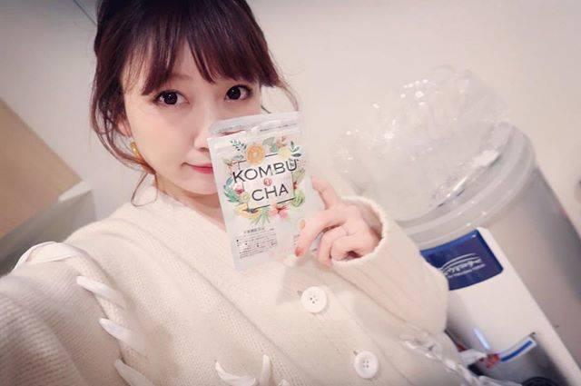 """桃 momo on Instagram: """"夜にサプリを飲んで寝るのが日課。お肌の為には鉄と葉酸のサプリ、体型維持のためにはコンブチャのサプリ飲んでるよ☝️コンブチャと言っても「昆布茶」ではなくて、紅茶に漬け込んで発酵させたキノコのことなんだよ!!酵素POWERがすごいの💪✨…"""" (566069)"""