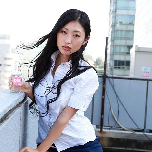 """@gu__mitsu on Instagram: """"#壇蜜#壇蜜さん#壇蜜ちゃん随分昔の写真ですね。随分って程でもないけどね。デビューしてブレイクしたての時かなあ!!!!♥︎あの時は今よりもふっくらしてて可愛かったけど、少しやせ細った今もすごく好き。🥰"""" (570548)"""