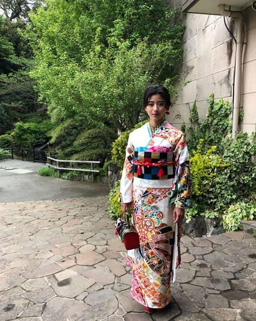 """黒島結菜マネージャー on Instagram: """".みなさま、こんにちは!KimonoWalker vol.15の表紙を務めさせていただきました!中面にも載っておりますので、ぜひお買い求めくださいませ〜! 最近は溶けそうなくらい暑い日が続いているのでみなさま熱中症にはお気をつけくださいね🌞"""" (570746)"""
