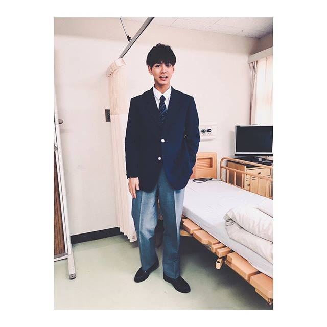 "RYOTA KATAYOSE 片寄涼太 on Instagram: ""本日21:30〜ネット配信ドラマ「TOKYO COIN LAUNDRY」第3話配信です👕✨蔵島優斗の過去が明らかに…このブレザーも結構好きでした☻ @yj_tokyo_coin_laundry #TOKYOCOINLAUNDRY"" (579385)"