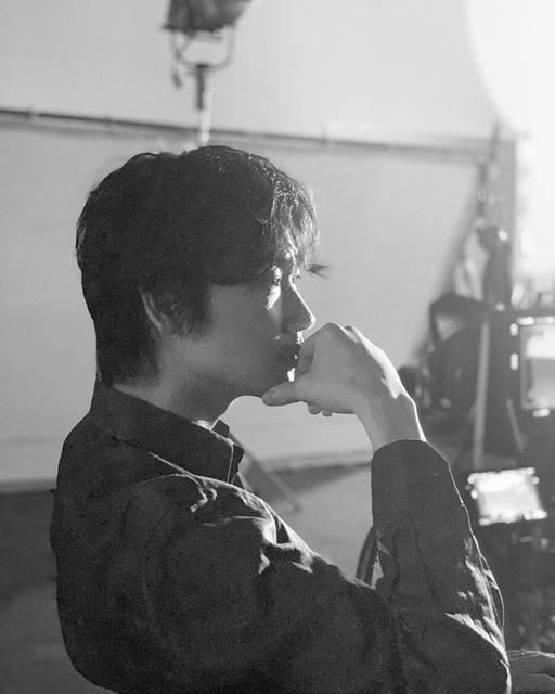 """綾野剛 Go Ayano on Instagram: """"スタジオ撮影🔥 #新作 #裏公式 #熱中症にはご注意を #水分補給を"""" (579836)"""