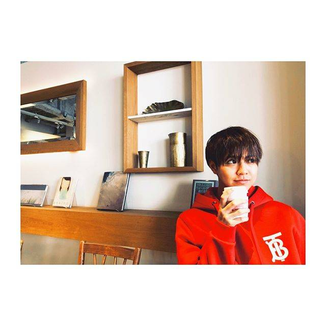 "RYOTA KATAYOSE 片寄涼太 on Instagram: ""I got myself a new hoodie…🔴☕️"" (580674)"