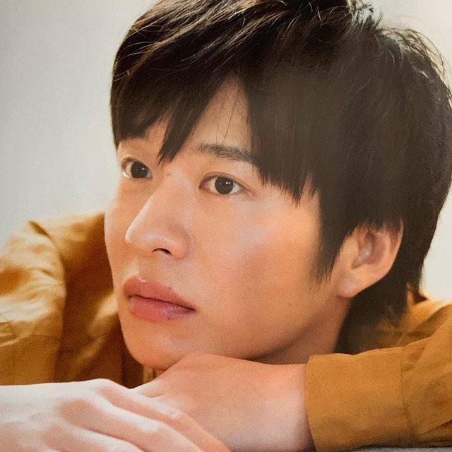 """ケエコ on Instagram: """"元々雑誌はあまり買わないようにしてたし、これからも厳選していこうって思ってたのに、もうなんなのさ〜〜😭逆に加速しちゃいそうよ💦チッキショー❤️❤️❤️・・#田中圭#TVBros.#秋物買うのガマンだな。。"""" (581849)"""