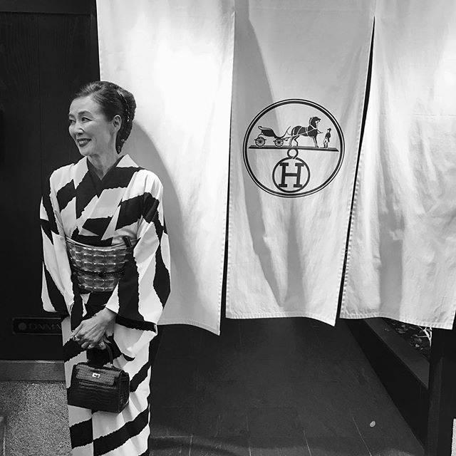 """萬田久子 on Instagram: """"京都 祇園♪#京都 #祇園 #エルメス #京都ロケ #期間限定 #着物"""" (582206)"""