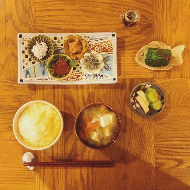 """木村文乃 on Instagram: """"***朝ごはん。天気に身体がついて行かないのでたまごのおかゆさんにしてみました。癒されますよねぇおかゆ。昔は苦手だったけど台湾旅行の朝ごはんで食べてから好きになれたんですよね。そーゆーのも旅の醍醐味なのかな。さて、今日もがんばろー。#ふみ飯"""" (583849)"""