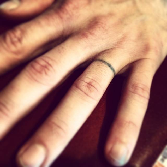 "Edoarudo Arita on Instagram: ""14年間共に過ごした黒い指輪?今日でおさらばします。いざ消すと思うとちょっぴり淋しい気持ちになりますね。ww #うんざり#年少リング?#入ってもないのに#レーザー#怖いよ"" (583911)"