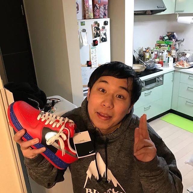 """霜降り明星 せいや on Instagram: """"パーカーと靴いただきました!靴はマーベルのスパイダーマンのデザインらしいです!ありがとうございます😊"""" (585756)"""