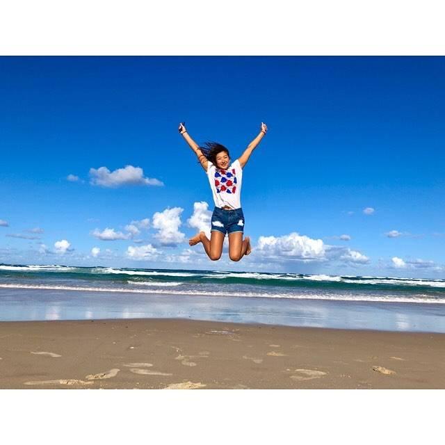 """Rikako Ikee on Instagram: """"*JUMP!!💨#surfersparadise 🏝🐬💗"""" (590690)"""