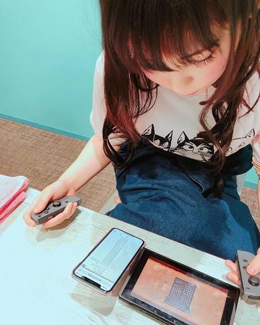 """中川翔子 on Instagram: """"メイク中にドラクエ10に夢中。おしょこさん、、そろそろお仕事行きますよ…#中川翔子 #しょこたん #ドラクエ #任天堂スイッチ #ゲーム #お仕事行きますよ"""" (590827)"""