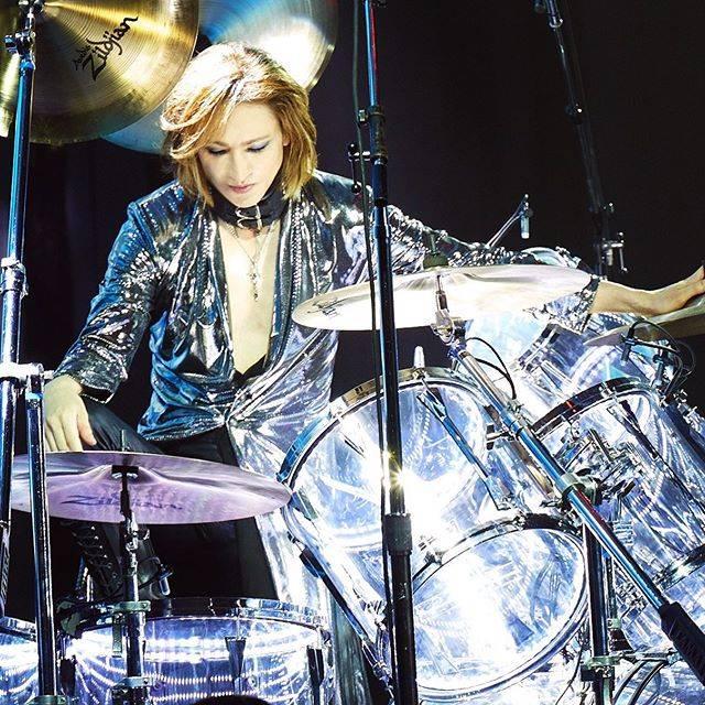 "Yoshiki on Instagram: ""See you next week. 来週また。#yoshiki #drumsPic from #eveningwithyoshiki 2019 #breakfastwithyoshiki"" (591715)"
