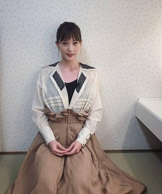 """honda tsubasa on Instagram: """"🙍♀️バラエティー番組の収録をしてまいりました。髪の毛は後ろでキュッと結べるくらい伸びました💇🏻♀️topsは @theatre_products_shop です。"""" (593525)"""