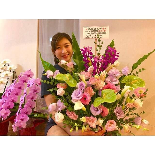 """Rikako Ikee on Instagram: """"*ミズノさんからも💐💗💚すごく大きなお花でびっくりしました!いつも沢山ありがとうございます😌#mizuno #mizunoswim"""" (594223)"""