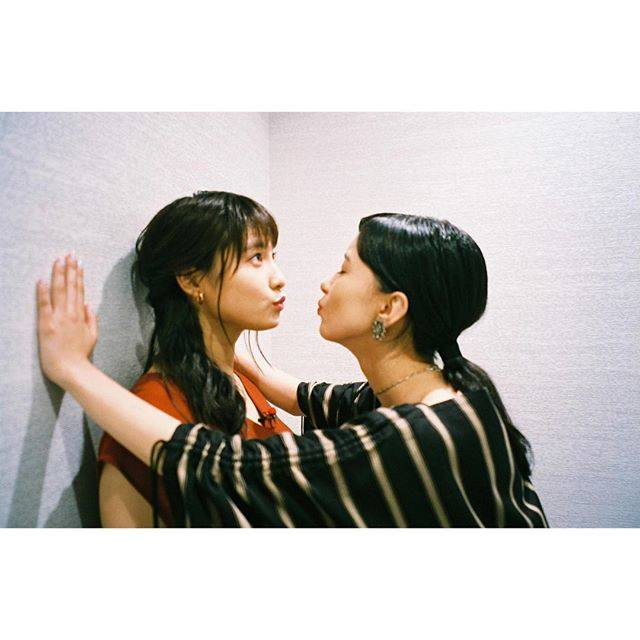 """芳根京子 on Instagram: """"太鳳ちゃんとちゅー!😚 #film #累 #9月7日公開です"""" (594971)"""