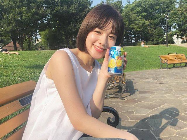 """筧美和子 on Instagram: """"暑い太陽のもとで氷結レモン🍋夏を感じております。スッキリおいしい〜! #PR #あっつい夏にはスッキリレモン#氷結レモン"""" (595285)"""