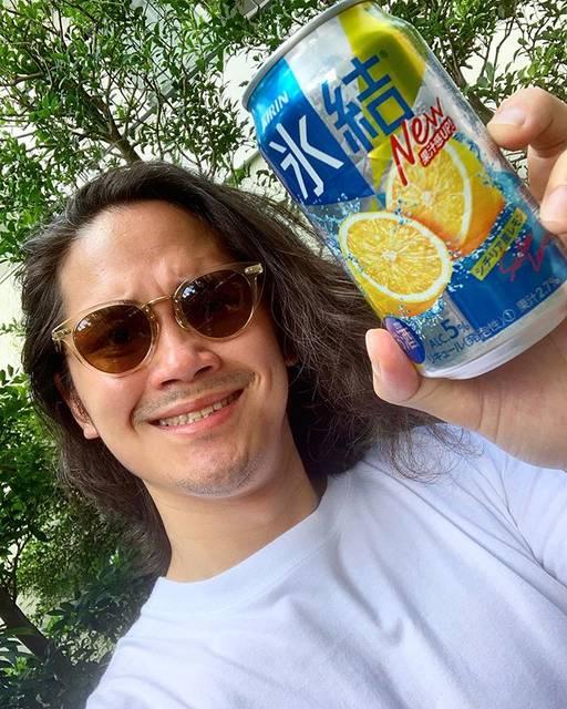 """宮城大樹 on Instagram: """"かんぱーい。スッキリして飲んだ瞬間さっぱり。夏と太陽と時々チューハイ#あっつい夏にはスッキリレモン#氷結レモン#PR"""" (595310)"""