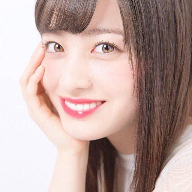 """もえ(𝐦𝐨𝐦) on Instagram: """". . 環奈様!!🥺とてもとても美しいです;; . 1歳差とは思えない美しさ、、去年の環奈ちゃん(今の私と同じ時)輝いてたもんなぁ〜〜 . 歯も真っ白!食べてるのかな?と思っちゃうくらい(笑) . . #橋本環奈#hashimotokanna#kannahashimoto .…"""" (595361)"""
