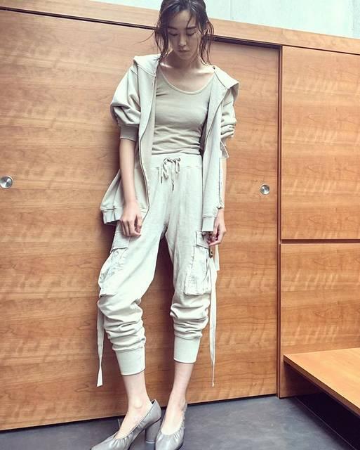"""桐谷美玲 on Instagram: """"私服💁♀️スウェットのセットアップ、着心地良くて可愛くてサイズ感も良き🥰"""" (597411)"""