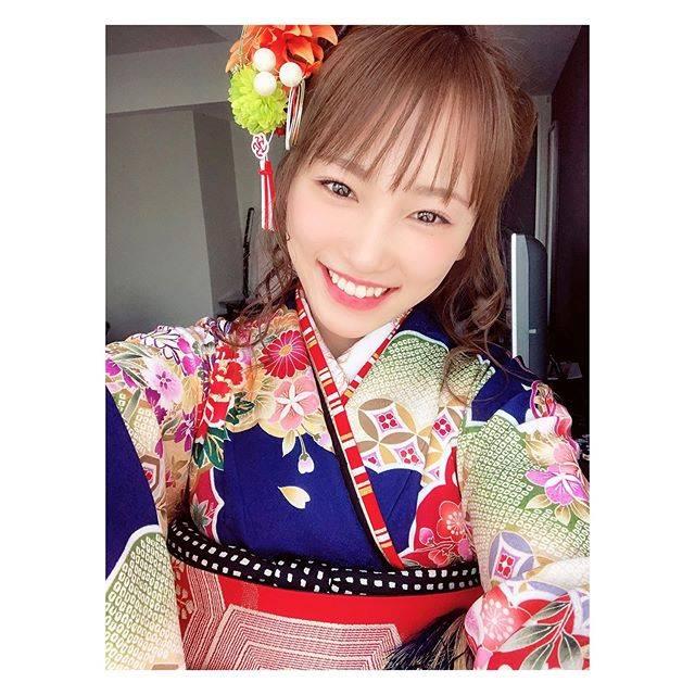 """川栄李奈 on Instagram: """"今日は西善さんのお着物☺︎#どこかに写り込むジャーマネさん"""" (597769)"""