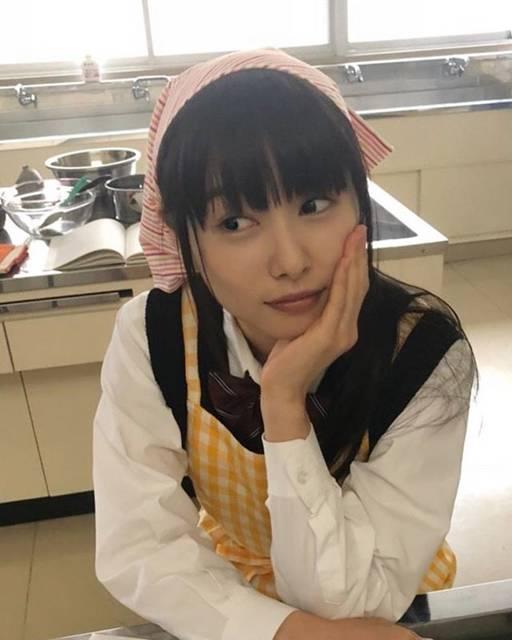 """桜井日奈子 on Instagram: """"テレビ朝日「僕の初恋をキミに捧ぐ」第2話放送です🙋♀️ 先週は15分遅れての放送でしたが、今週からは11時15分からです!  逞のために、繭が作ったものは、、、 ぜひみてください!  そして、NHK総合テレビ「みかづき」は今夜9時から放送スタートです!…"""" (597847)"""