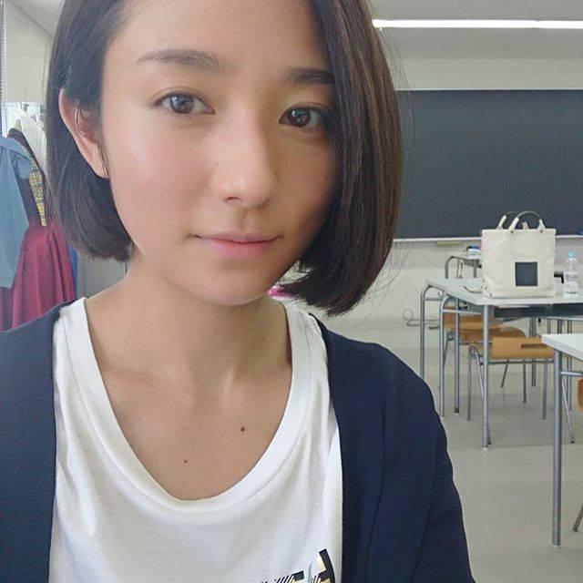 """木村文乃 on Instagram: """"***おかわりお。何か穏やかな顔してる矢崎莉桜さん。このシーン実はまるっとカツラです。そう知ってから見ると色んな意味で衝撃のラストですね。ふふ。#伊藤くんAtoE#110くんの日#1年後の告白"""" (599265)"""