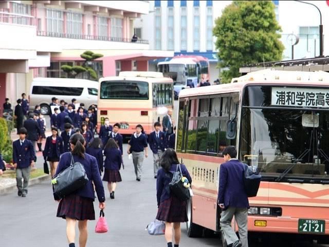 """浦和学院高等学校 on Instagram: """"こんにちは。 今回は本校の登校時間などについて説明させていただきます。 ㅤㅤㅤ 通常の生徒は8時40分までの登校となり、スクールバス・自転車・国際興業バスを交通手段としています。 部活動の朝練がある生徒たちは、7時半位から登校している人もおり、時間を有効に使って活動しています。…"""" (601626)"""