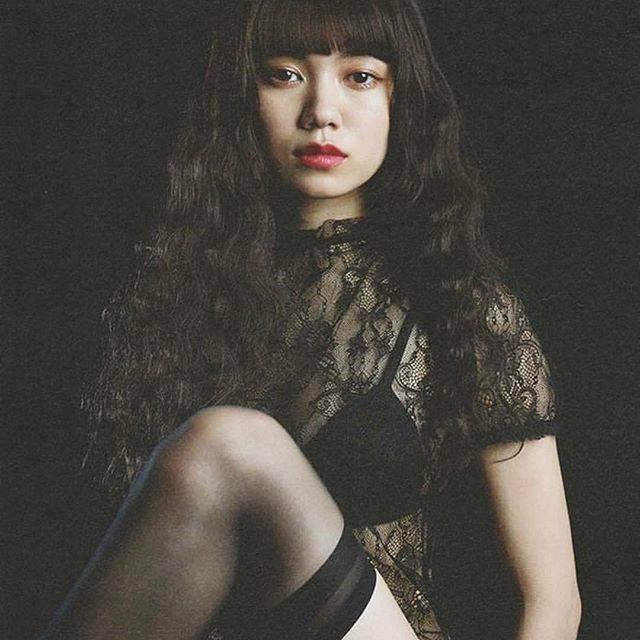 """アリア on Instagram: """".とことん綺麗この瞳に吸い込まれそう ....#二階堂ふみ #fuminikaido #cool #beautiful #fashion #black #sexy #love"""" (605263)"""