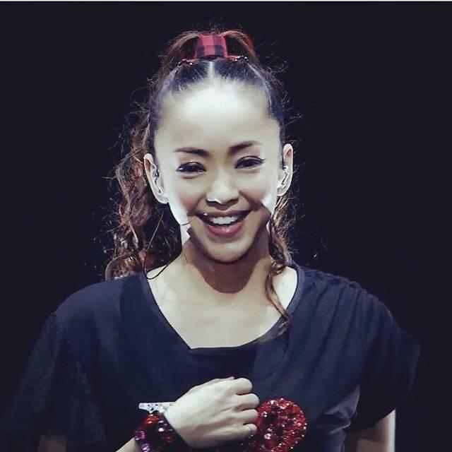 """Toshibo_💎_0725_💎 on Instagram: """"🌺⭐️🌺⭐️🌺⭐️🌺⭐️🌺⭐️ 🌺⭐️🌺⭐️💞7️⃣2️⃣5️⃣💞⭐️ 🌺⭐️🌺⭐️🌺⭐️🌺⭐️🌺⭐️ 🌸🎸💫安室奈美恵ちゃん🌸🎸💫🌸🌺ありがとう🌹💗✨ とても素敵😍です!✋🏼 とても可愛くて😆💕🌸🌺 奈美恵ちゃんPOWER✋🏼 大好きです!最高😂👍💕…"""" (607580)"""