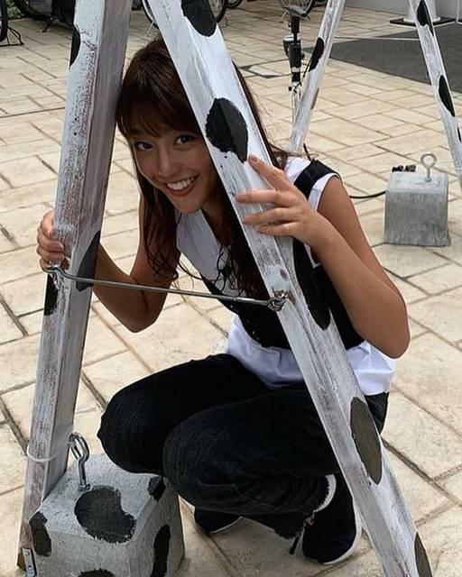"""kojichan on Instagram: """"#岡副麻希 #アナウンサー#かわいい#笑顔#笑顔が一番 #髪型#えくぼ #フジテレビ#いいね #セントフォース#めざましテレビ"""" (614243)"""